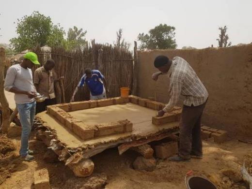 Construction Premier Compartiment Sous L'œil Apprenant Des Bénéficiaires